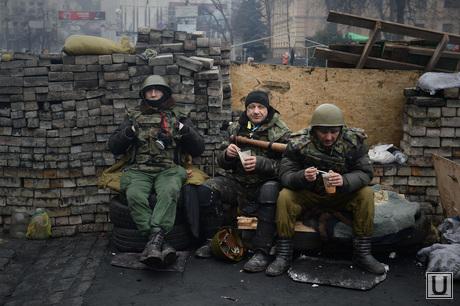 Майдан. Киев. Украина. 23.02.2014, солдаты, война, майдан, баррикады, бойцы