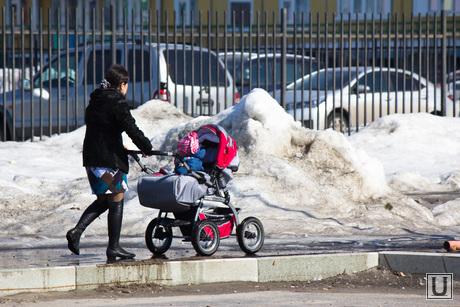 Новостройки, люди, дети. Нижневартовск., коляска, мама