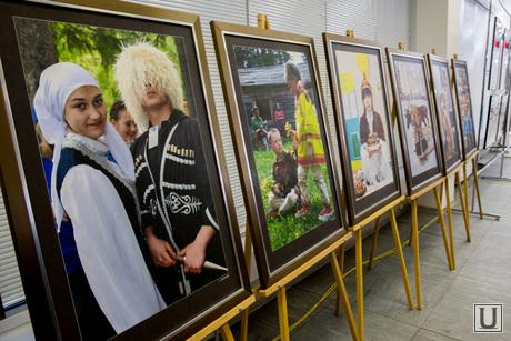 Пресс-конференция Комаровой, межнациональная выставка, чеченцы