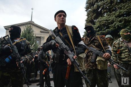 Ситуация на востоке Украины. Луганск. Захват здания МВД, боевики, армия, ополчение, оружие, бойцы, автоматчики, луганск, захват мвд
