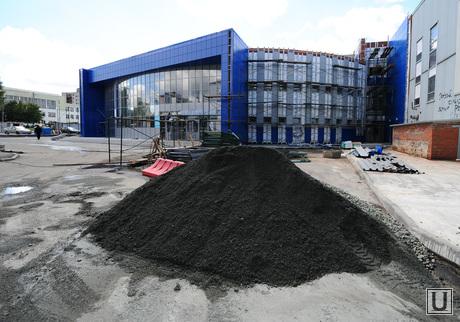 Трактор. Хоккейная школа. Пристрой. Челябинск., трактор, хоккейная школа