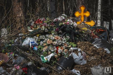 Родительский день. Северное и Широкореченское кладбища, могилы, кладбище, мусорная куча