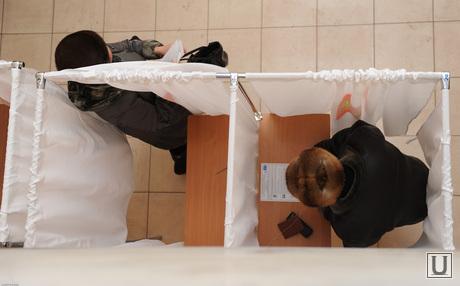 Выборы. Избиратели. Челябинск., кабинки для голосования