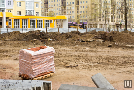 Незаконный дом Нижневартовскстройдеталь. , стройка, кирпичи