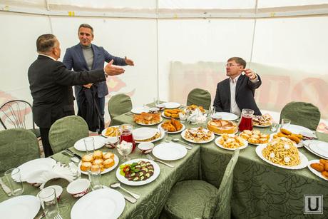 428 лет Тюмени. Тюмень, накрытый стол, банкет, еда, якушев владимир, приглашение