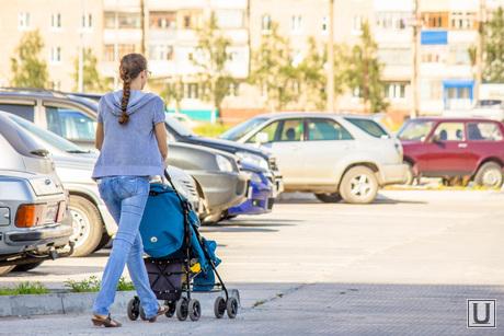 Недостроенные садики. Нижневартовск., мама с коляской