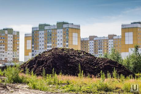 Недостроенные садики. Нижневартовск., новостройки, куча земли
