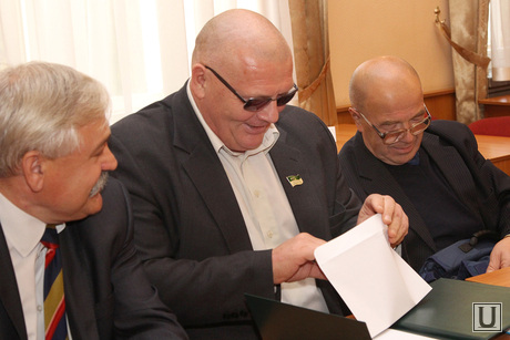 Выборы Главы Кургана, тяжельников с конвертом