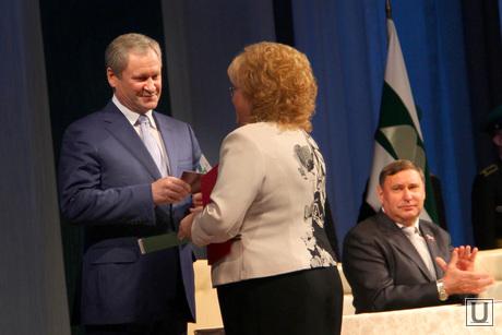 Инаугурация Алексея Кокорина Курган, инаугурация кокорина, гулькевич вручает удостоверение