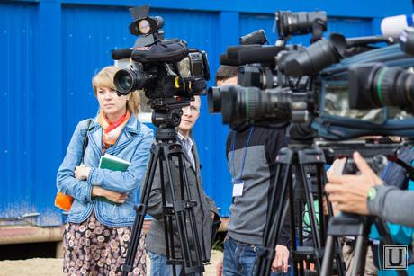 Комарова и Якушев. Окружная больница и МФЦ. Нижневартовск., интервью, пресса, камеры, журналисты, операторы