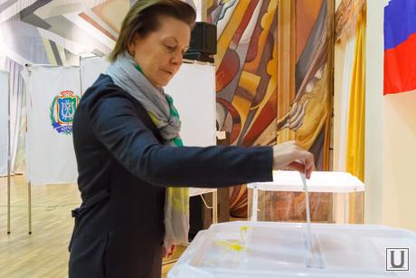 Комарова Наталья на выборах губернатора Тюменской области. Ханты-Мансийск, комарова наталья, губернатор хмао, выборы, выборная урна