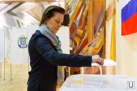 Комарова Наталья на выборах губернатора Тюменской области. Ханты-Мансийск, комарова наталья, губернатор хмао, выборная урна