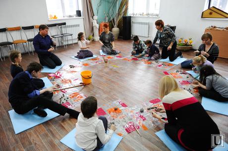 Искорка. Движение помощи онкобольным детям. Челябинск., занятие по глинотерапии