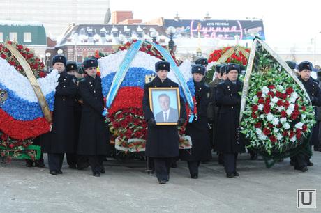 Похороны Петра Сумина. Челябинск, сумин петр, похоронные венки