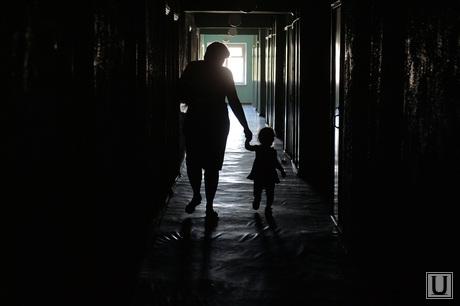 Беженцы из Славянска. Украина , коридор, мама, детдом, дети, родители, сирота, рождение, туннель, тоннель, свет