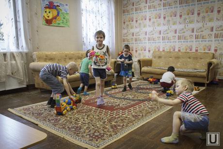 Малоистокский детский дом после Астахова и Ирина Луговых, дети в детдоме, игровая комната