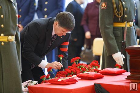 Прощальная церемония и отпевание Николая Васенина. Березовский, цветы, песцов евгений, гвоздики