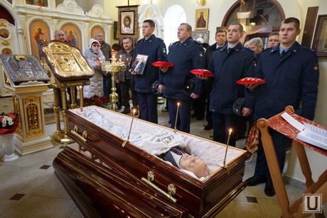 Прощальная церемония и отпевание Николая Васенина. Березовский, васенин николай, гроб