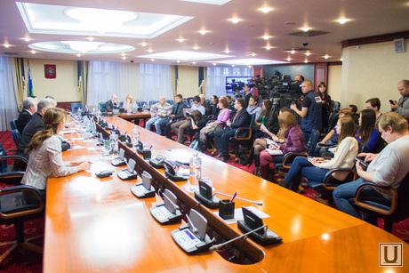 Брифинг о отмене выборов губернатора. Ханты-Мансийск., заседание, брифинг, пресс-конференция