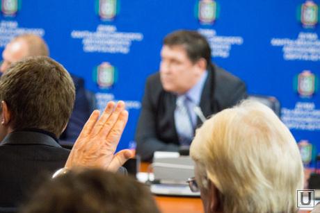Брифинг о отмене выборов губернатора. Ханты-Мансийск., за, поднятая рука