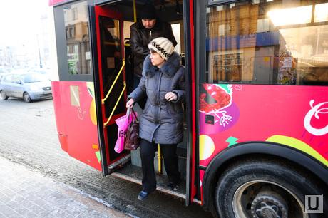 Автобусы. Челябинск., остановка, автобус, пакссажир