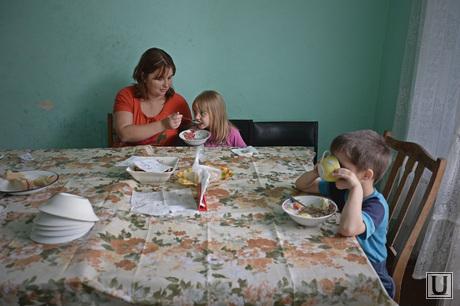 Беженцы из Славянска в Снежном. Украина