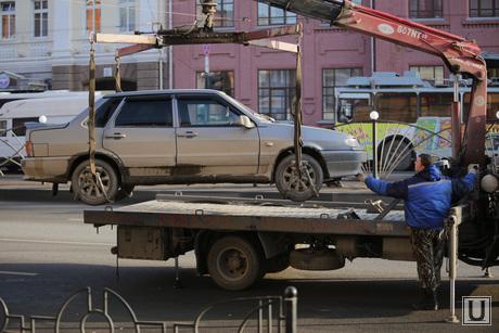 Грязный Екатеринбург перед саммитом Россия-Казахстан, автоэвакуатор, грязь  в городе