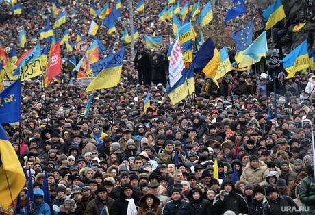 Евромайдан. Киев. Украина, толпа, майдан, флаги украины
