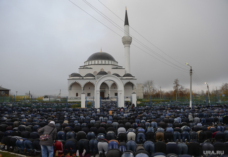 Верхняя Пышма. Курбан-байрам в Медной мечети  имама Исмаила аль-Бухари., Курабан-байрам, мусульмане, медная мечеть, намаз