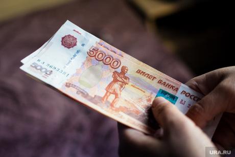 Деньги, рубли, пять тысяч, зарплата, деньги