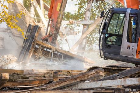 Деревяшки и снос дома. Нижневартовск., экскаватор, обрушение конструкции, снос дома, ветхое жилье