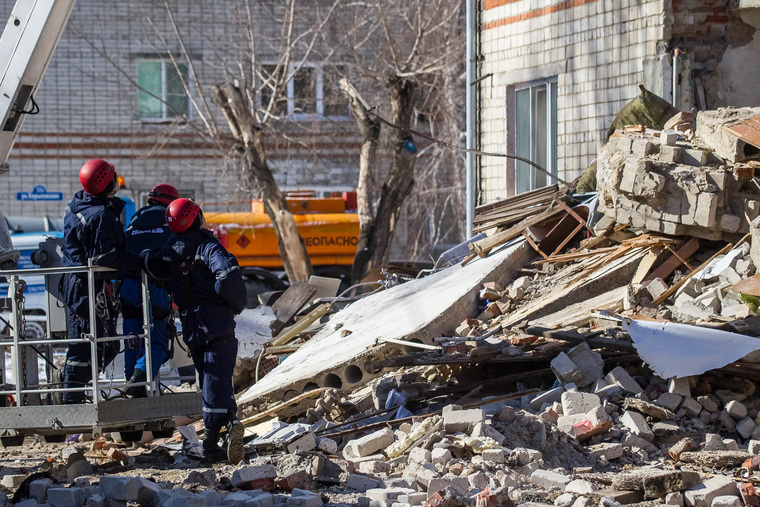 Обрушение дома на Харьковской, 52а. Работа спасателей. Тюмень, спасатели, с, обрушение дома, мчс