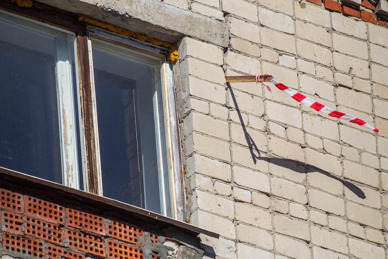 Обрушение дома на Харьковской, 52а. Работа спасателей. Тюмень, аварийный дом