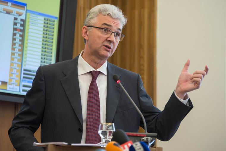 Александр Якоб отчитывается перед гордумой Екатеринбурга за 2013 год., якоб александр