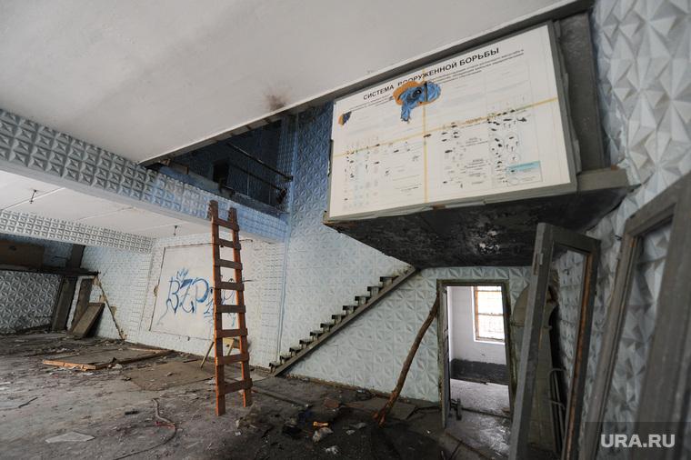 Танковое училище. Челябинск., руины, учебный плакат