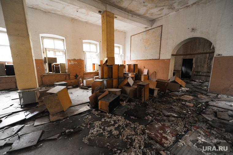 Танковое училище. Челябинск., мусор, руины
