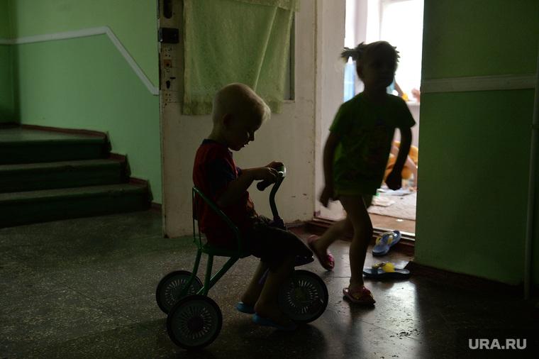 Беженцы из Славянска. Украина , велосипед, комуналка, дети
