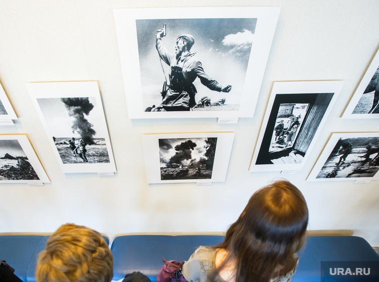 Фотовыставка «Триумф и трагедия Второй мировой войны» в ккт Космос. Екатеринбург