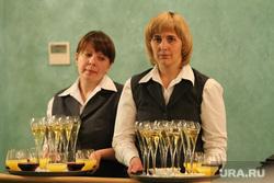 Итоговая прессуха Куйвашева, вино, бокалы с вином, банкет, шампанское, фуршет, официант, алкоголь