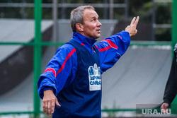 Олег Чемезов играет в футбол. Тюмень, чемезов олег