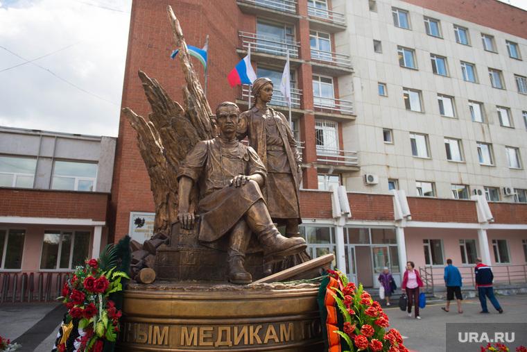 Семён Спектор, интервью. Екатеринбург, скульптура военным медикам