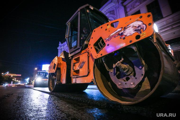 Ночной рейд по ремонту дорог. Екатеринбург, дорожные работы, каток, укладка асфальта