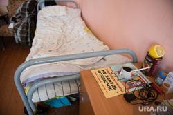 Виктор Шептий в лагере беженцев. Каменск-Уральский, койки, общежитие