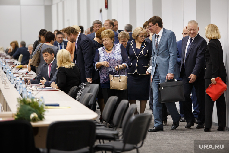 Заседание губернатора с главами МО и правительством в МВЦ Екатеринбург ЭКСПО, толпа