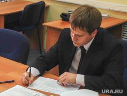 Кандидат в губернаторы Зауралья Юрий Александров сдает документы в Избирком. Курган, александров юрий