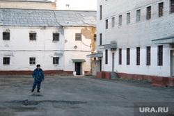 СИЗО-1«день открытых дверей» для СМИ и пресс-конференция начальника УФСИН  Курган  31.10.2013г, внутренняя территория, сизо, тюрьма