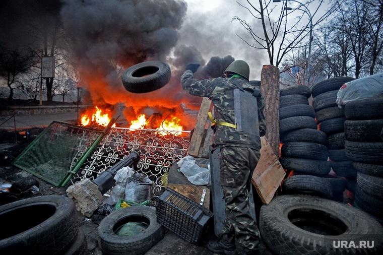 Майдан. Украина.  Киев, майдан, баррикады, беспорядки, революция, покрышки, огонь