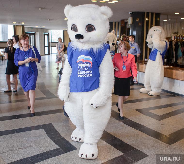 Губернаторские праймериз в Челябинске. 10.06.2014, ростовые куклы, медведь, единая россия, агитация