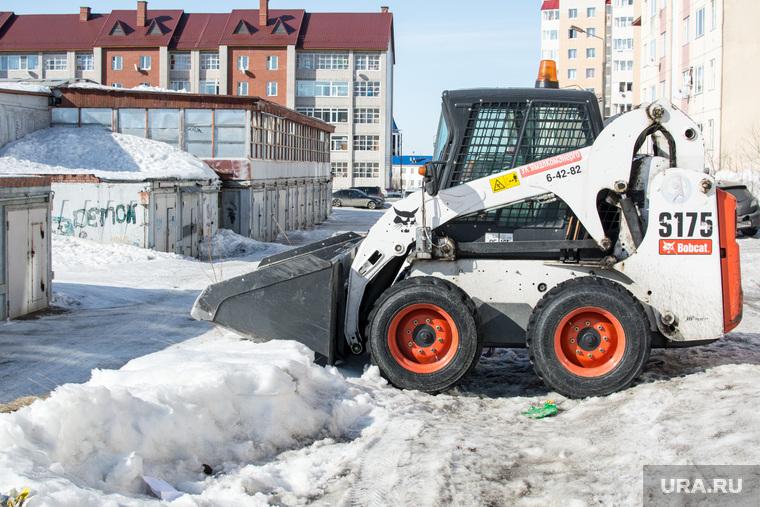 Снег в Салехарде, 8 апреля 2015, уборка снега, снегоуборочная техника