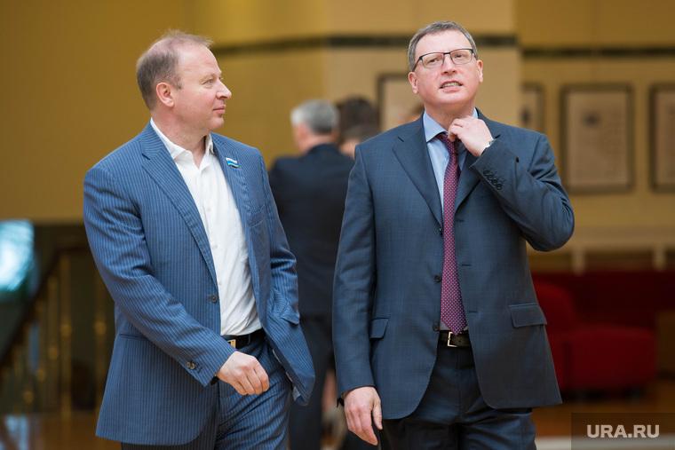 Награждение общественных активистов в резиденции губернатора. Екатеринбург, шептий виктор, бурков александр, поправляет галстук